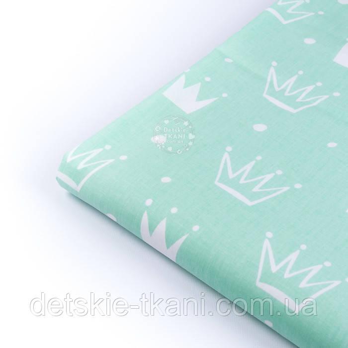 """Лоскут ткани хлопковой """"Нарисованные короны"""" белые на салатовом, размер 40*53 см"""