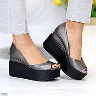 Женские туфли кожаные на высокой танкетке и платформе серые с открытым носком Round