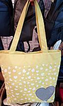 Пляжная летняя женская сумка из текстиля 32*34 см, желтая с сердечками