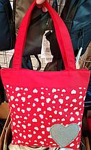 Пляжная летняя женская сумка из текстиля 32*34 см, красная с сердечками