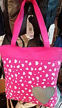 Пляжная летняя женская сумка из текстиля 32*34 см, розовая с сердечками