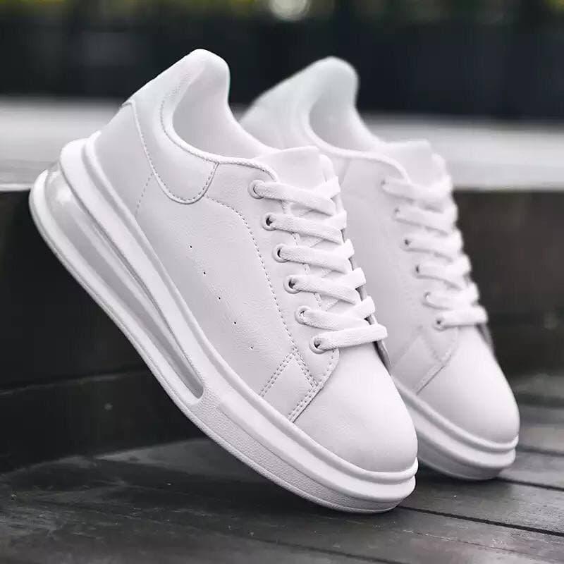 Кросівки жіночі білі на товстій високій підошві