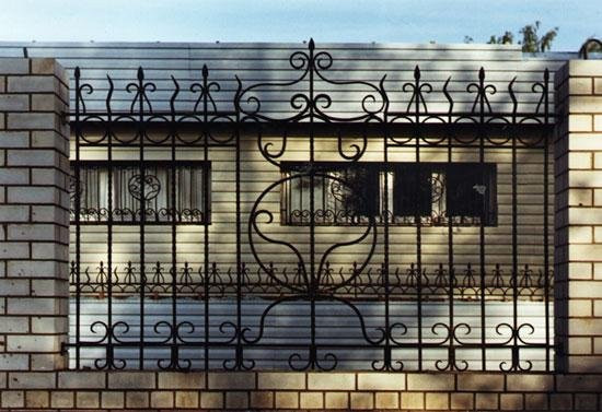 Кованные заборы  для частных домов