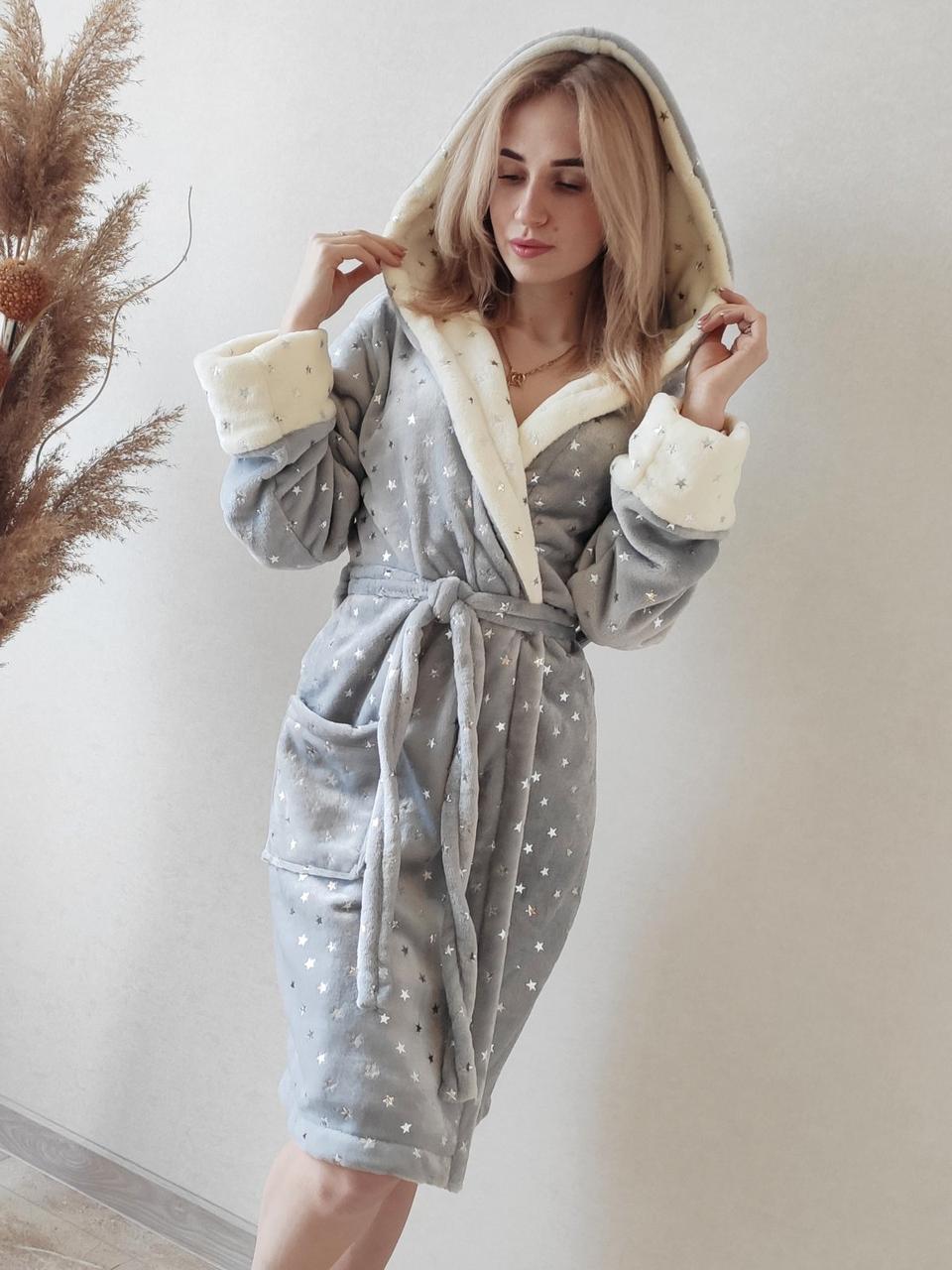 Красивий жіночий короткий махровий халат в зірочку