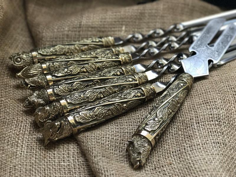 """Подарункові шампура ручної роботи """"Дикі звірі"""" з вилкою для зняття м'яса, в шкіряному сагайдаку"""