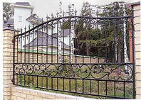 Красивые кованые заборы для частных домов