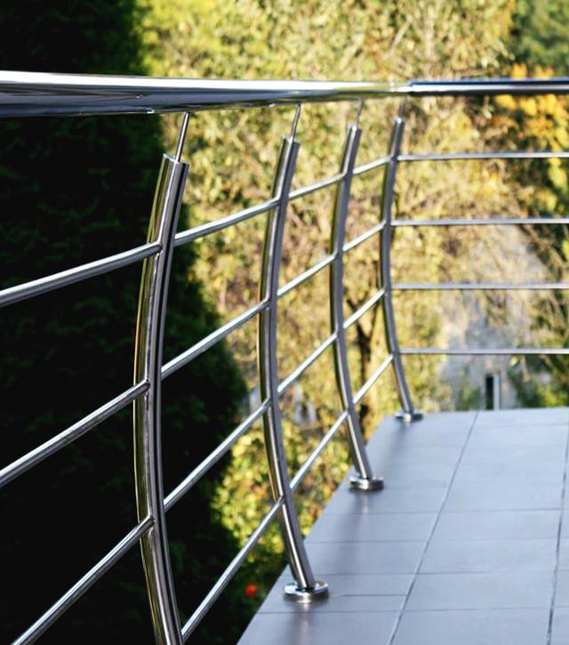 Кто производит перила для лоджии и балкона?