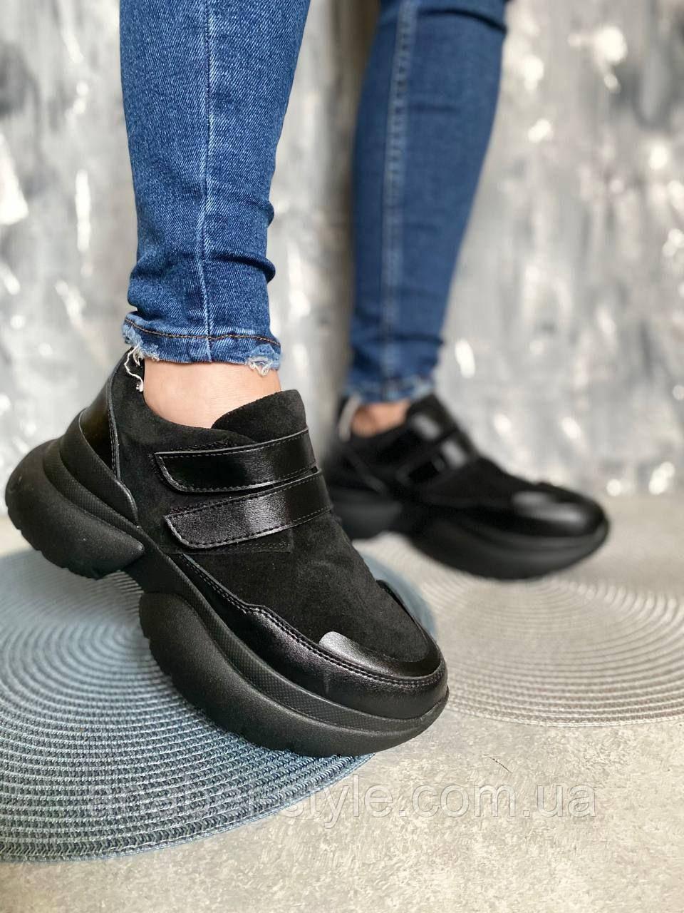 Кросівки жіночі з натуральної замші на липучці чорні