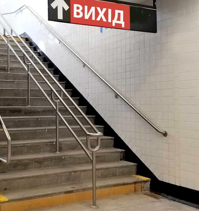 Ограждения и потокоразделители в метро и подземный переход