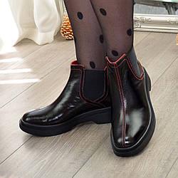Черевики челсі жіночі лакові з квадратним носком. Колір чорний