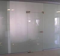 Межкомнатные стеклянные двери в комплекте с перегородкой 3000мм х 3000мм, 10мм толщина, стекло прозрачное.