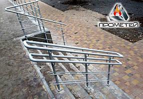 Потокоразделители металлические на ступеньки для крыльца дома, поликлиники, супермаркета, отеля