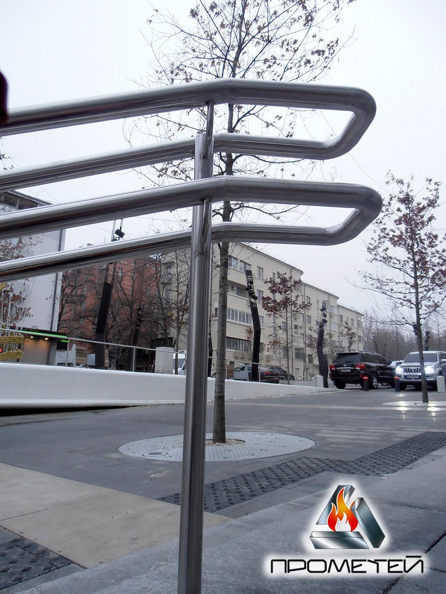 Разделители потока на ступени из металла для школ, садиков, вокзала, метро, в парк и для дома - узнать цену