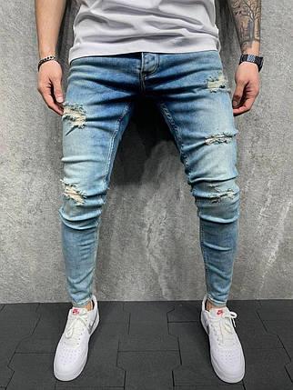 Мужские зауженные джинсы голубого цвета рваные, фото 2