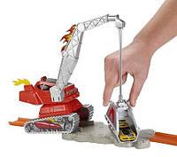 Трек Hot Wheels Эффектный трюк Крушитель кранов Mattel