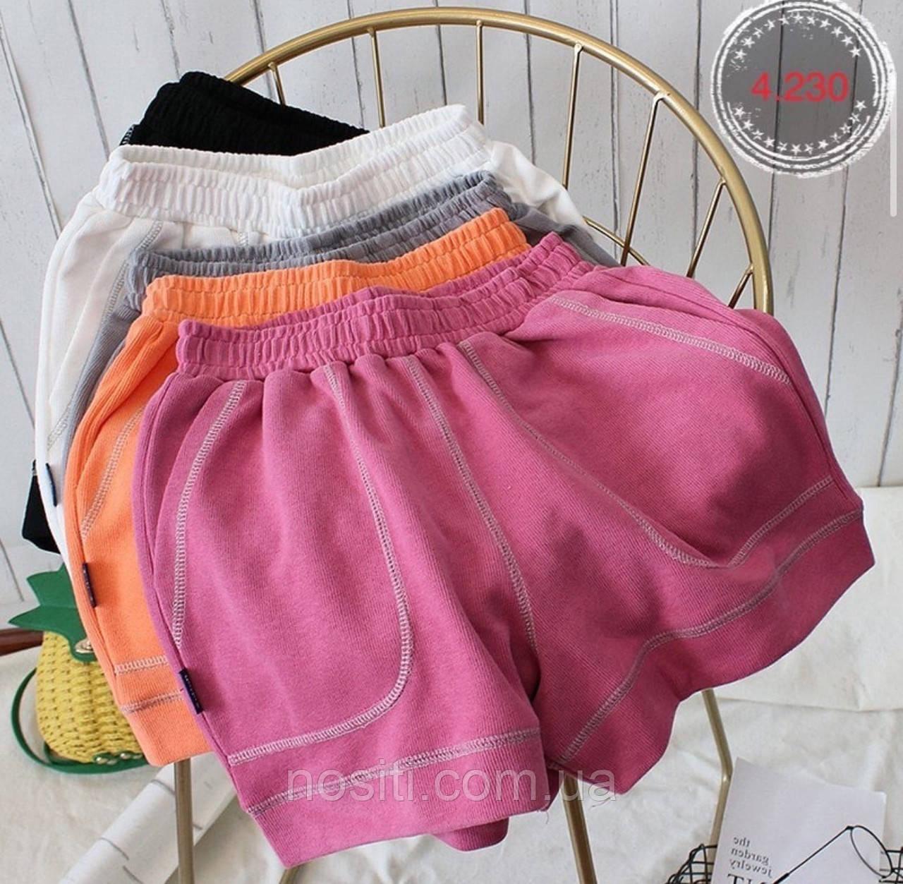 Яркие короткие спортивные шорты