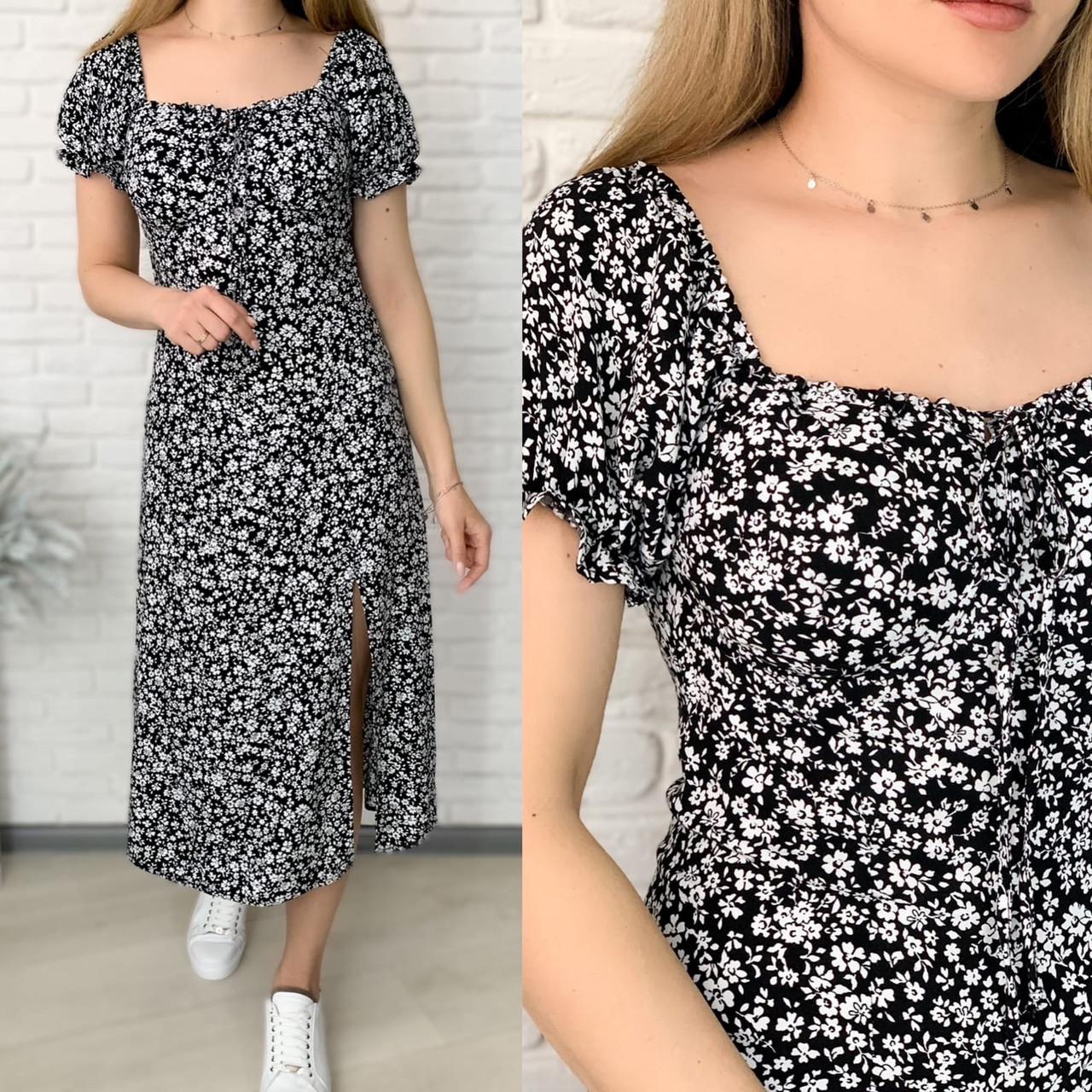 Жіноче ніжне приталені плаття з розрізом в квітковий принт (Норма)