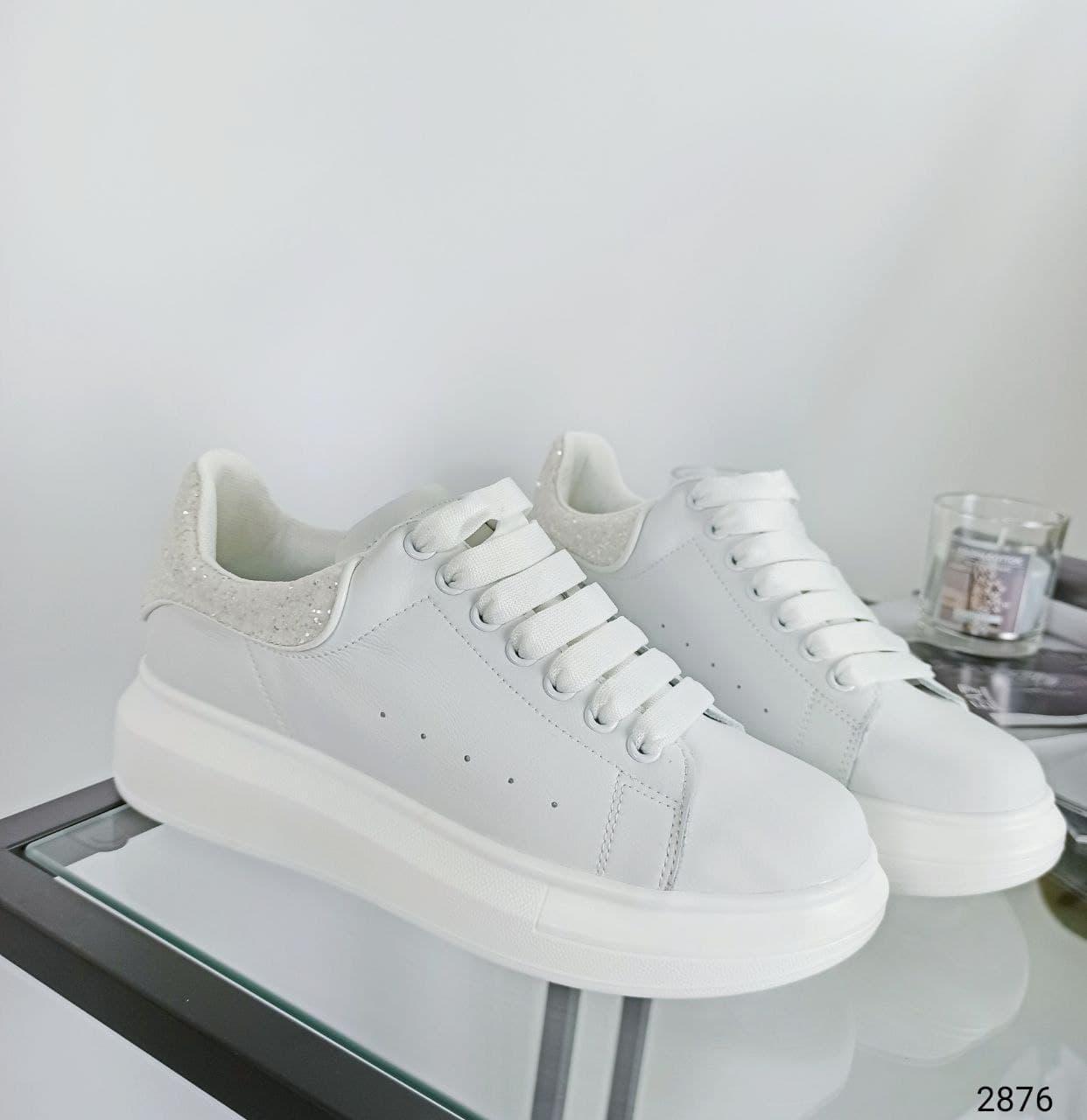 39 р. Кросівки жіночі білі шкіряні на низькому ходу на підошві з із натуральної шкіри білого кольору