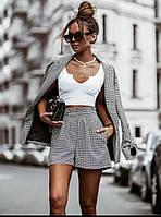 Женский стильный костюм: шорты и удлиненный пиджак с карманами, фото 1