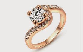 Позолоченное женское кольцо с кристаллами код 679