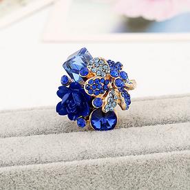 Кольцо женское с синими кристаллами код 1711