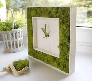 Настільні годинники з стабілізованого моху у білій рамі з дерева 20 див. /Годинник з моху / Дизайнерські