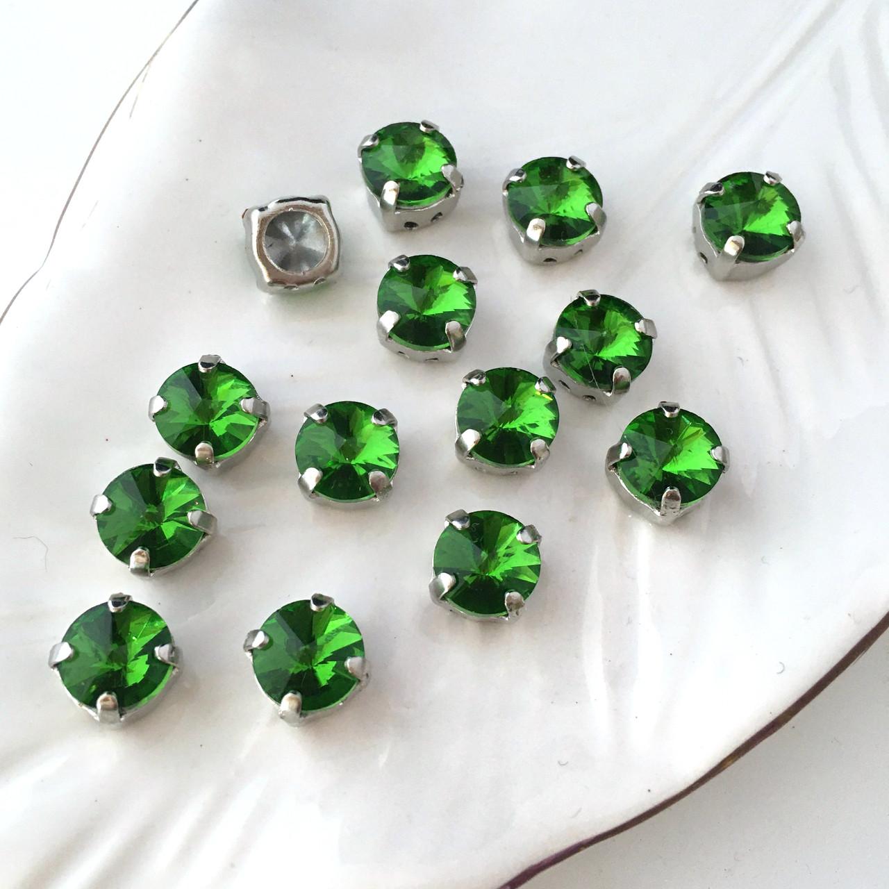 Кристал в оправі. Ріволі 8 мм. Зелений. Колір оправи: срібло. Ціна за 1 шт