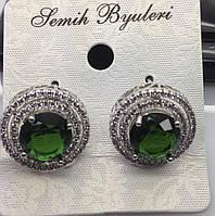 Короткие серьги Сваровски с зелёным кристаллом. Ювелирная бижутерия оптом и в розницу. 473