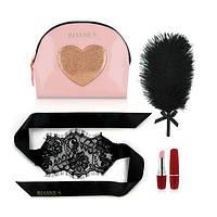 Романтичний набір Rianne S: Kit d'amour: вибропуля, пір'їнка, маска, чохол-косметичка Pink/Gold