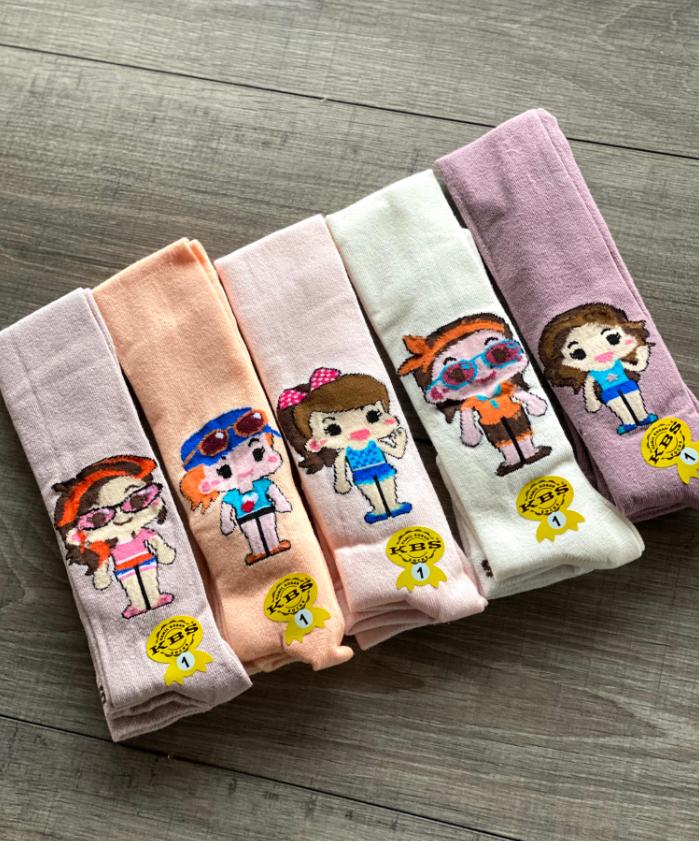 Дитячі демісезонні колготки KBS бавовна для дівчаток асорті кольорів з малюнком модних ляльок розмір 5, 7 років
