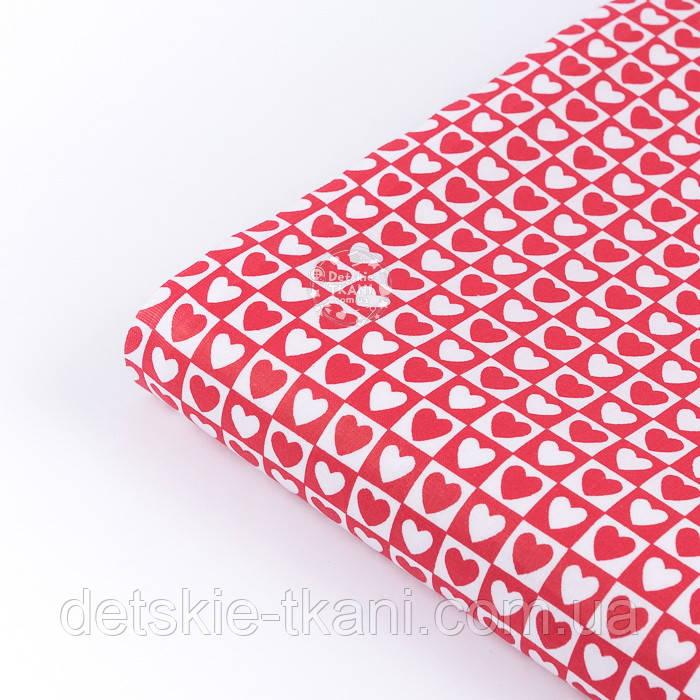 Клапоть тканини з біло-червоними сердечками в квадратиках, №3358а, розмір 48*80 см