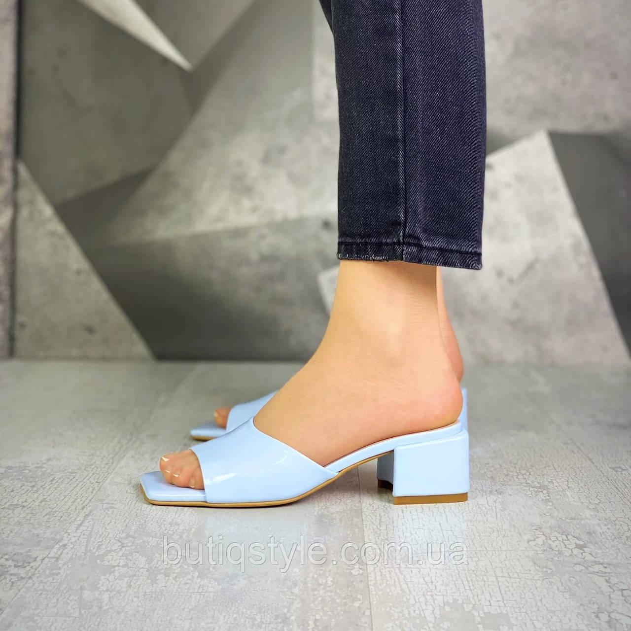 Женские небесно-голубые шлепки натуральная кожа на каблуке