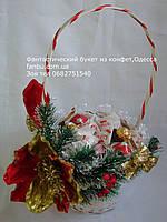 """Новогодняя декорированная белая корзина средняя с конфетами """"Райское наслождение"""""""