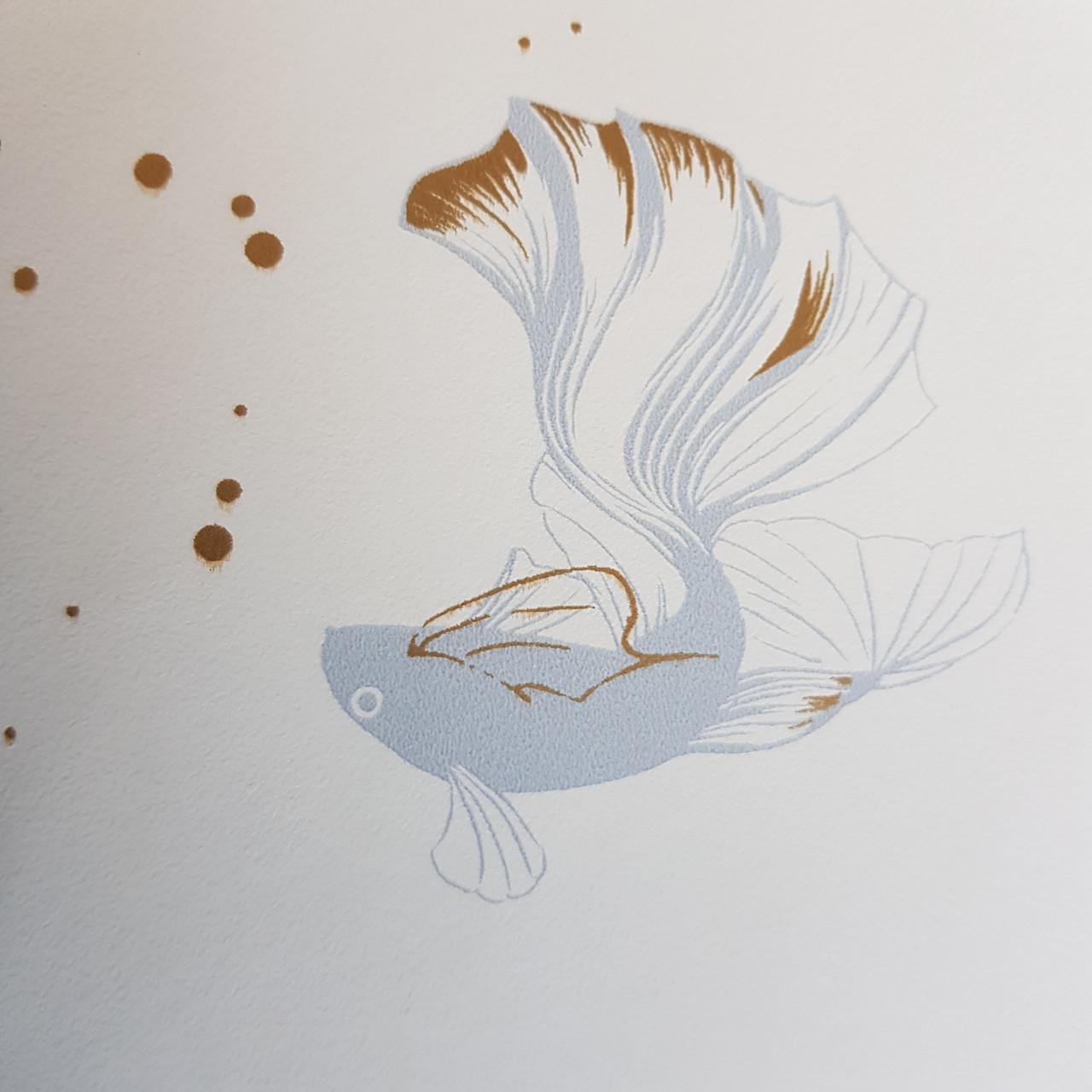 Обои виниловые на флизелине Caselio The Place to bed  0.53х10 м золотая рыбка голубая на белом фоне