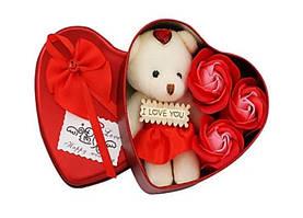 Коробка в форме сердца Красная с мыльным цветком с 3 розами и 1 мишкой