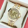 Жіночі наручні годинники Michael Kors золотого кольору, з камінчиками під склом і на браслеті - код 1992