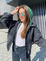 Жіноча стильна джинсова куртка з капюшоном трикотажним