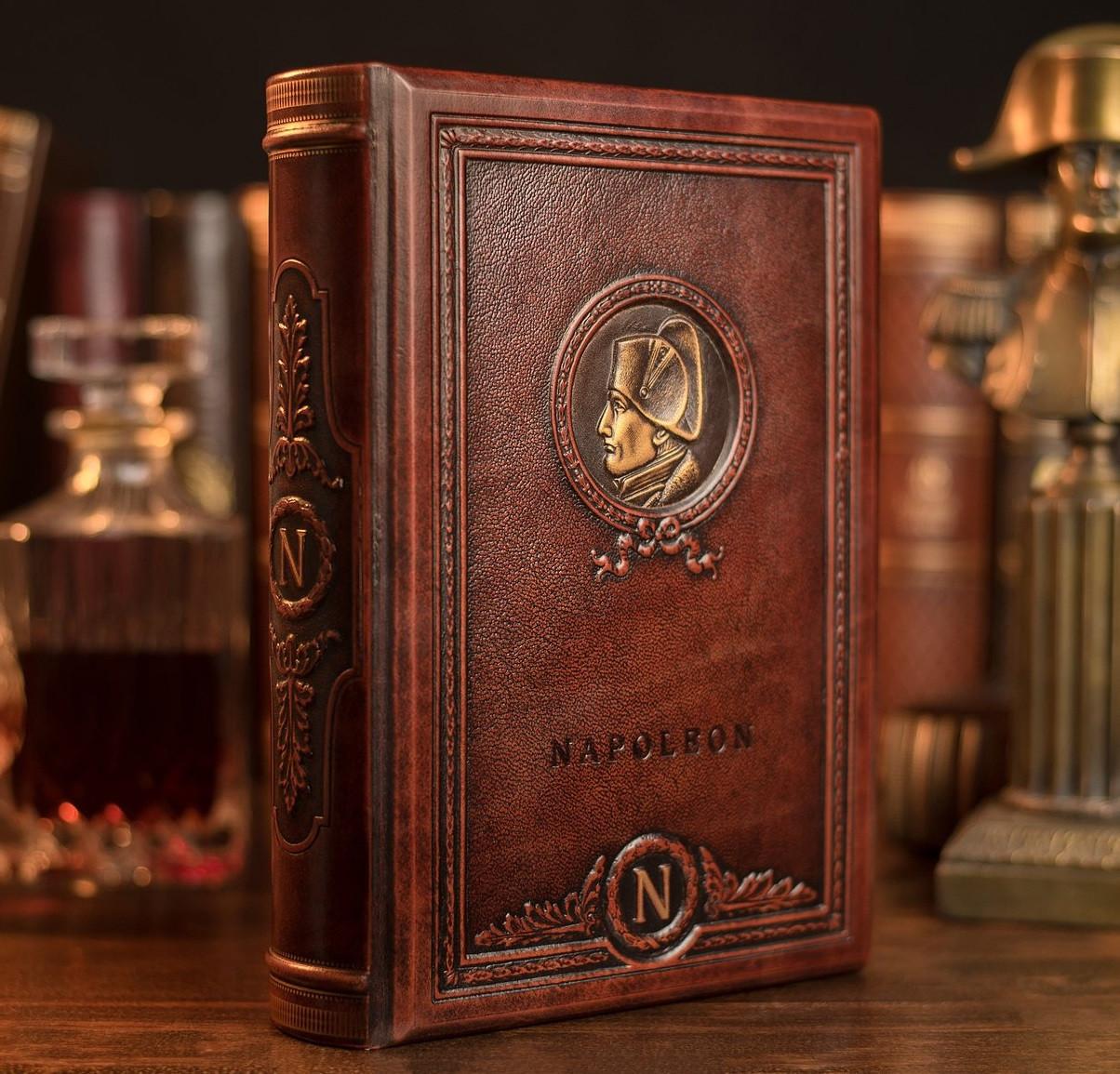 """Книга в шкіряній палітурці і подарунковому футлярі """"Великі думки Наполеона"""""""