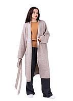 Вязаное пальто прямого комфортного силуэта выполнено из теплой полушерстяной пряжи
