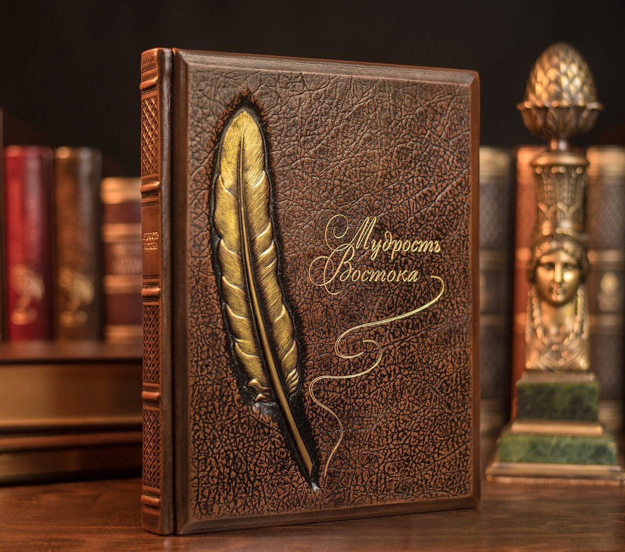"""Книга в кожаном переплете и подарочной упаковке """"Мудрость Востока"""""""