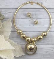 Набор колье и серьги в золотом цвете