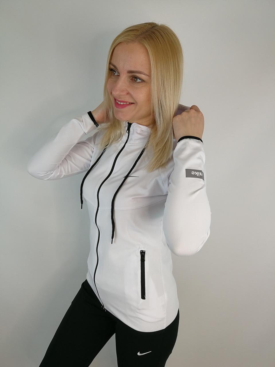 Белая спортивная кофта