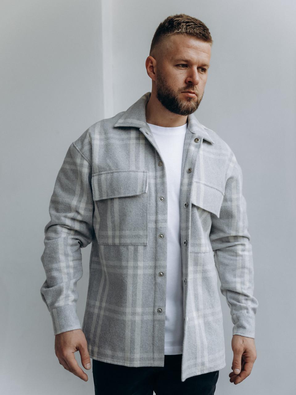Мужская клетчатая теплая байковая куртка-рубашка на пуговицах с карманами серо-белая