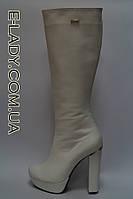 Классические женские белые сапожки из натуральной кожи