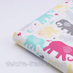 Відріз тканини з кольоровими слонами: амарантовыми і сірими, розмір 150*160 см