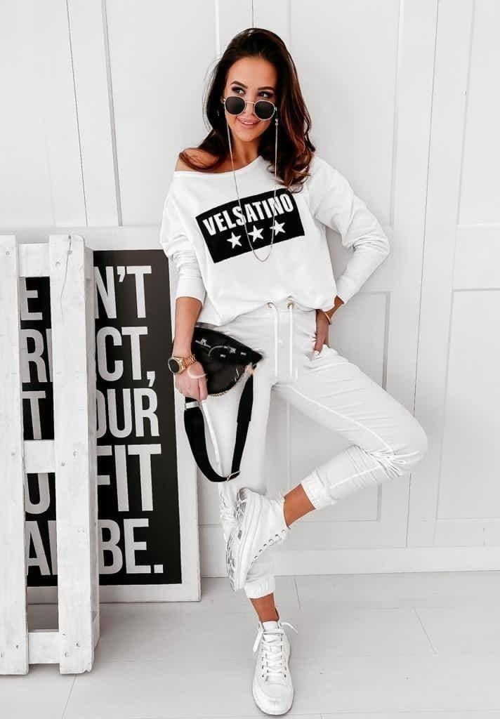 Жіночий модний спортивний костюм білий з принтом весна-літо тренд 2021
