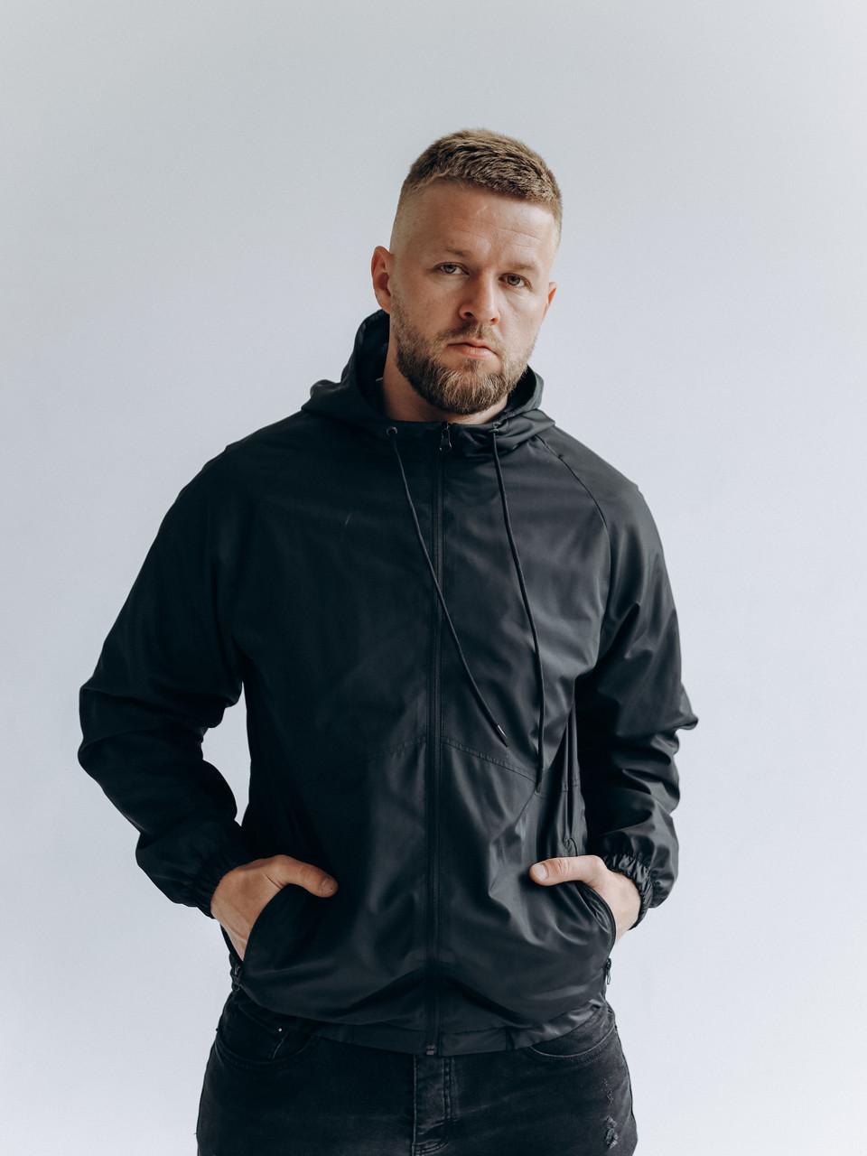 Чоловіча чорна весняна куртка з капюшоном/ Куртка молодіжна вітрозахисна чорна з кишенями