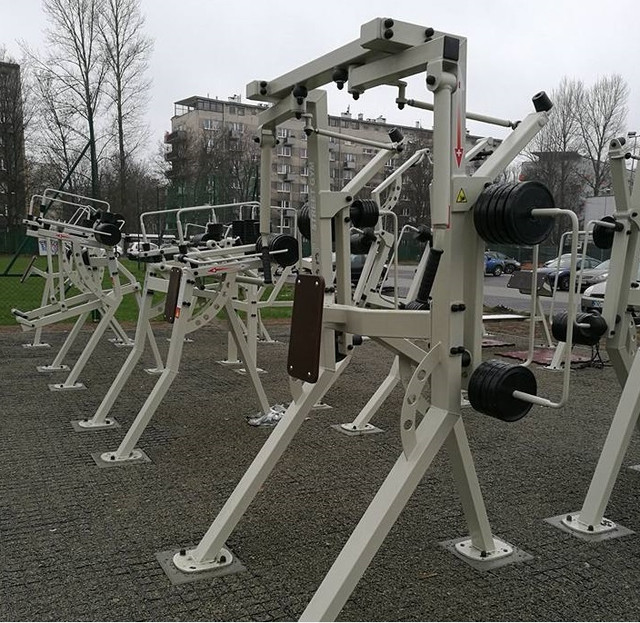 Уличные тренажеры и спортивное оборудование