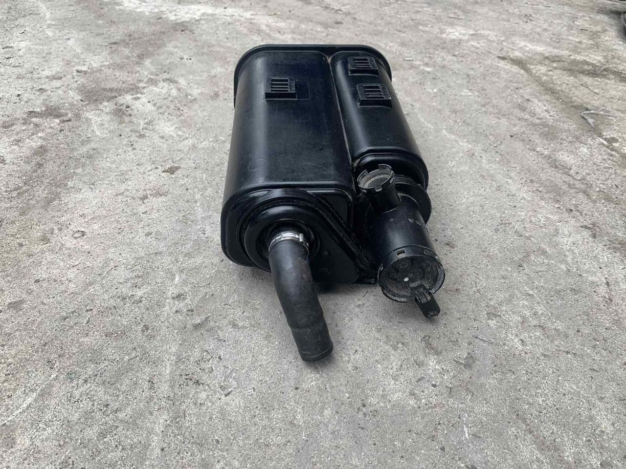 Адсорбер на Mercedes W220 S Фільтр з актив. вугіллям A2204700559 Мерседес 220