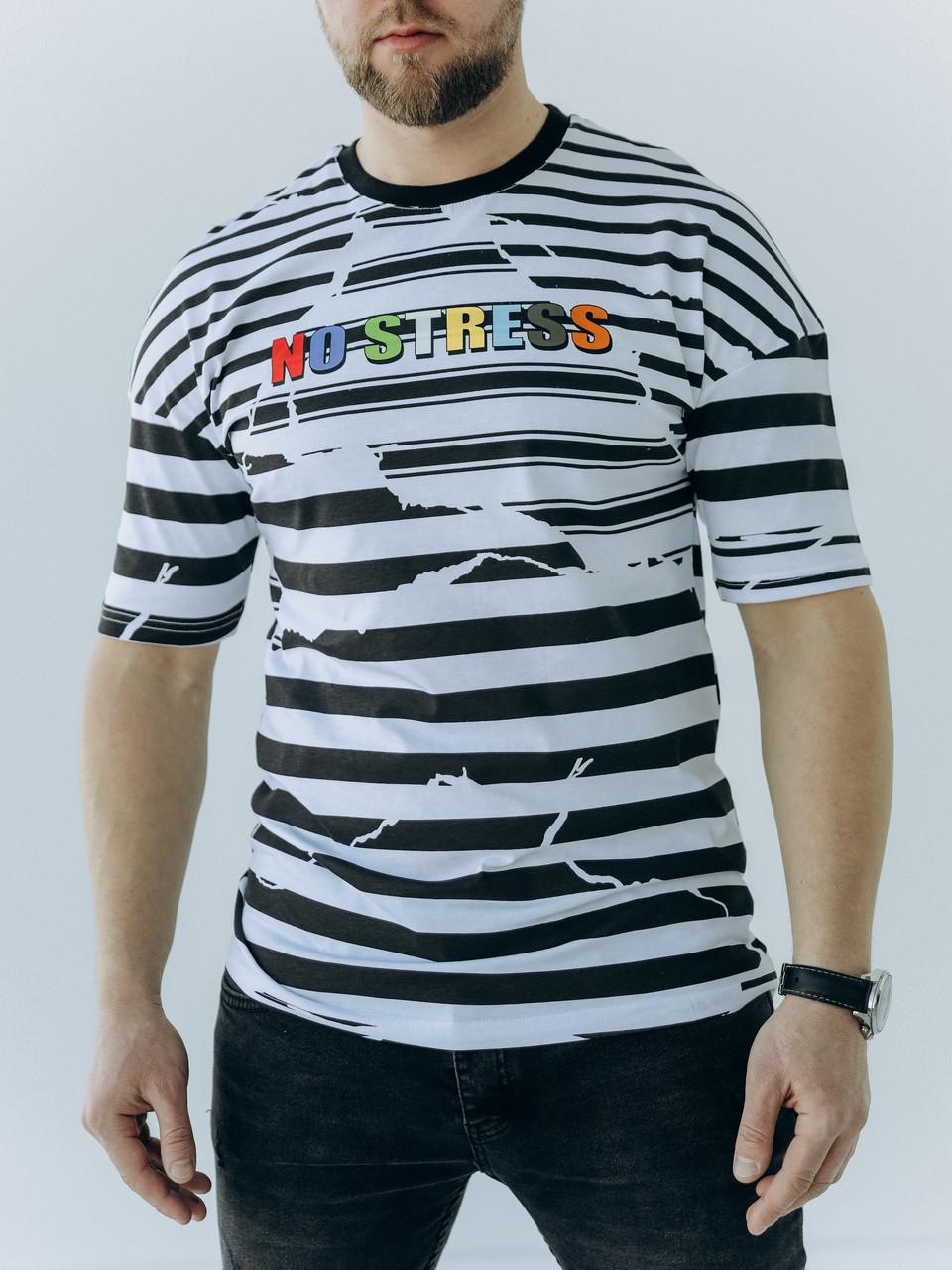 Стильна чоловіча футболка у смужку з яскравим написом на грудях з 100% бавовни